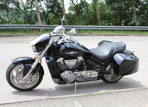 Hard Saddlebags With Speakers For A Suzuki Cmodel